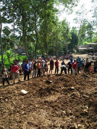 Kepala Desa Besuki : Gotong Royong Mempererat Tali Persaudaraan